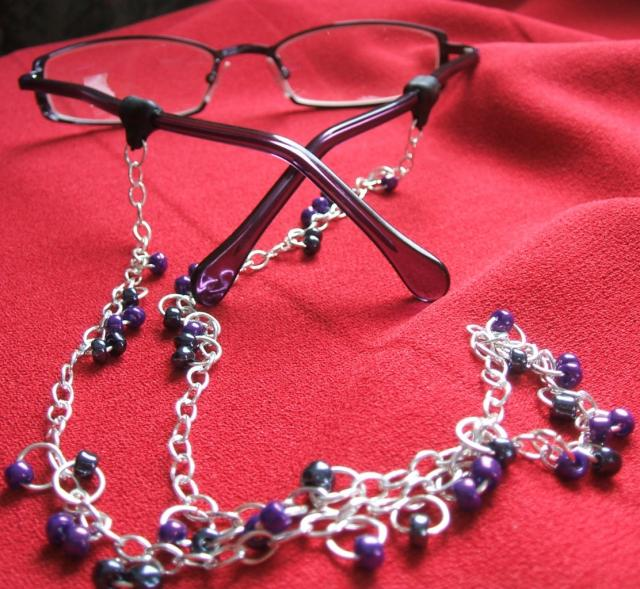 beaded-chain-eyeglass-holder