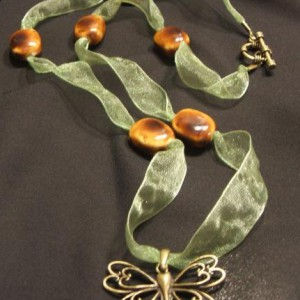 Easy Ribbon Necklace