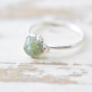 Green Garnet Garnet Ring – Silver Garnet Ring – Raw Garnet Ring – Rough Garnet Ring – Crystal Ring – Rough Stone Ring – Raw Stone Ring