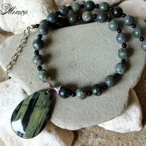Agate Necklace, Serpentine Necklace, Agate Pendant Necklace, Diabetes Healing Jewelry, Serpentine Jewelry, Chakra Necklace, Green Necklace
