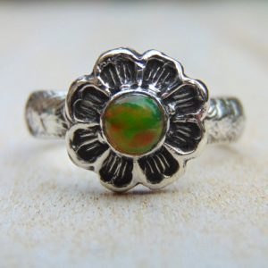 Opal Ring – Sterling Silver Ring – Opal Jewellery – Daisy Ring – Patterned Ring – Flower Jewellery – Us Size 8 3/4 – Uk Size R.