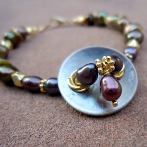 Purple Bracelet – Pearl Bracelet – Vintage Button – Yellow Gold Jewelry – Iridescent Gemstone Jewellery – Unique – Upcycled B-32