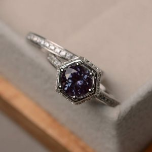 Engagement ring set, lab alexandrite ring, round cut, gemstone ring silver | Natural genuine Alexandrite rings, simple unique alternative gemstone engagement rings. #rings #jewelry #bridal #wedding #jewelryaccessories #engagementrings #weddingideas #affiliate #ad