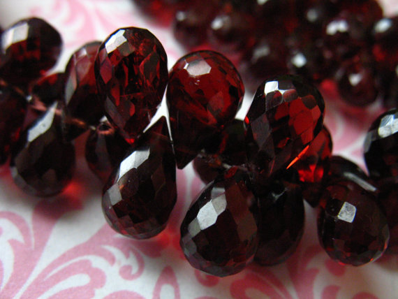 Garnet Briolettes, Mozambique Garnet Teardrop Tear Drop Beads, Luxe Aaa, 9-10 Mm, Large Semiprecious Focals, January Birthstone Solo Z