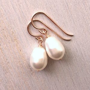 Rose Gold Pearl Earrings, Rose Gold Bridesmaid Earrings, Pearl Bridesmaids gift, Rose Gold Pearl Earrings Bridesmaids | Natural genuine Gemstone earrings. Buy crystal jewelry, handmade handcrafted artisan jewelry for women.  Unique handmade gift ideas. #jewelry #beadedearrings #beadedjewelry #gift #shopping #handmadejewelry #fashion #style #product #earrings #affiliate #ad
