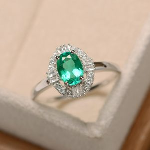 Delicate ring, emerald ring, oval cut ring, green emerald ring, sterling silver, emerlad