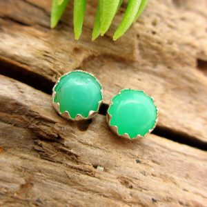 Chrysoprase Cabochon Studs, 14k Gold Stud Earrings Or Sterling Silver Chrysoprase Studs – 4mm, 6mm Low Profile Serrated Or Crown Earrings