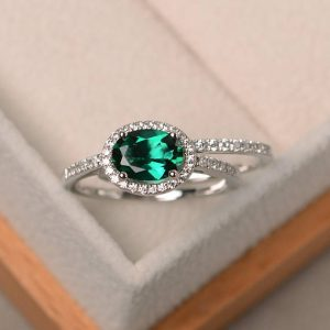 Emerald ring, engagement ring, May birthstone ring, oval cut green gemstone, sterling silver ring | Natural genuine Gemstone rings, simple unique alternative gemstone engagement rings. #rings #jewelry #bridal #wedding #jewelryaccessories #engagementrings #weddingideas #affiliate #ad
