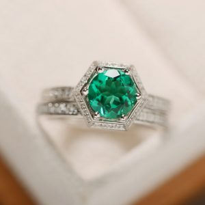 Green Emerald Ring, Engagement Ring, Gemstoen Emerald, May Birthstone Ring, Prong Setting, Anniversary Ring, Promise Ring | Natural genuine Gemstone rings, simple unique alternative gemstone engagement rings. #rings #jewelry #bridal #wedding #jewelryaccessories #engagementrings #weddingideas #affiliate #ad