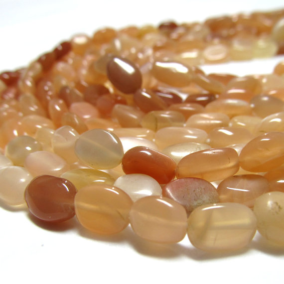 Moonstone Beads 10 X 6mm Chatoyant Peach Smooth Ovals - 16 Inch Strand