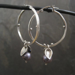 Freshwater pearl and sterling silver hoop earrings | Natural genuine Gemstone jewelry. Buy crystal jewelry, handmade handcrafted artisan jewelry for women.  Unique handmade gift ideas. #jewelry #beadedjewelry #beadedjewelry #gift #shopping #handmadejewelry #fashion #style #product #jewelry #affiliate #ad