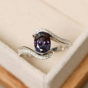 Alexandrite ring, oval gemstone ring, alexandrite engagement ring | Natural genuine Gemstone rings, simple unique alternative gemstone engagement rings. #rings #jewelry #bridal #wedding #jewelryaccessories #engagementrings #weddingideas #affiliate #ad