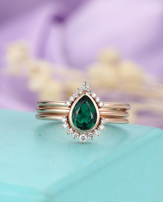 Emerald Engagement Ring Set Pear Shaped Cut Wedding Bands Women Vintage Curved Diamond Bridal Jewelry Birthstone Stacking Anniversary Gift