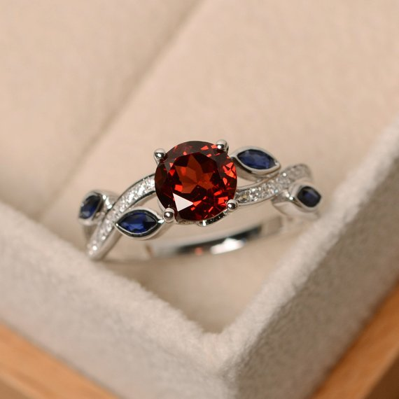 Garnet Ring, Leaf Ring, Multistone Ring, Red Gemstone Ring, Ring Garnet