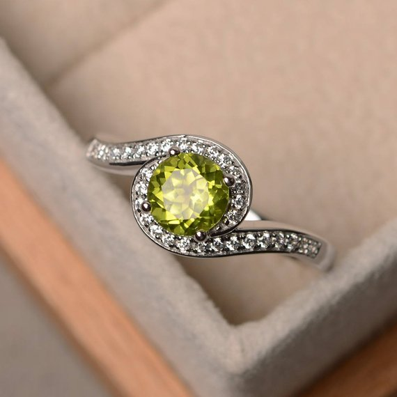 Green Gemstone Ring, Natural Peridot Ring, Wedding Ring, Round Cut Ring, Sterling Silver Ring, August Birthstone Ring