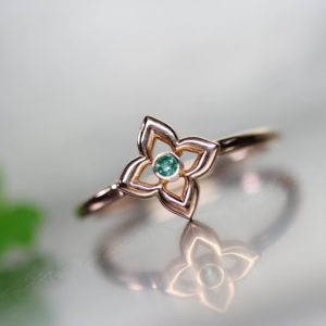 Lucky Clover Green Emerald 14k Rose Gold Ring Saint Patrick's Day Gift Idea Her Delicate Genuine Gemstone Band May Birthstone – Glücksklee | Natural genuine Gemstone rings, simple unique handcrafted gemstone rings. #rings #jewelry #shopping #gift #handmade #fashion #style #affiliate #ad
