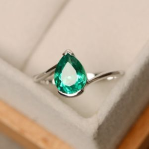 Emerald ring, May birthstone, pear cut ring, green emerald, promise ring | Natural genuine Array jewelry. Buy crystal jewelry, handmade handcrafted artisan jewelry for women.  Unique handmade gift ideas. #jewelry #beadedjewelry #beadedjewelry #gift #shopping #handmadejewelry #fashion #style #product #jewelry #affiliate #ad