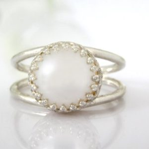 Shop Pearl Jewelry! Silver Pearl Ring, sterling Silver Ring, bridal Ring, wedding Ring, bridesmaid Gifts, bridal Party Gifts, freswater Pearl | Natural genuine Pearl jewelry. Buy handcrafted artisan wedding jewelry.  Unique handmade bridal jewelry gift ideas. #jewelry #beadedjewelry #gift #crystaljewelry #shopping #handmadejewelry #wedding #bridal #jewelry #affiliate #ad