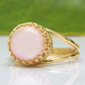 Shop Pearl Jewelry! Pink Pearl Ring, delicate Ring, freshwater Pearl Jewelry, pink Ring, small Ring, vintage Ring, bridal Ring, wedding Ring | Natural genuine Pearl jewelry. Buy handcrafted artisan wedding jewelry.  Unique handmade bridal jewelry gift ideas. #jewelry #beadedjewelry #gift #crystaljewelry #shopping #handmadejewelry #wedding #bridal #jewelry #affiliate #ad