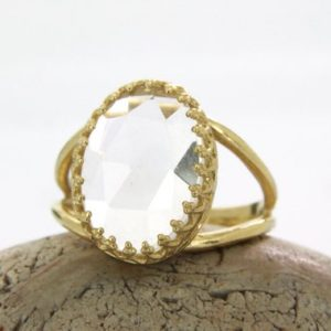 Clear quartz ring,reflective ring,crystal ring,gold ring,crystal quartz,white quartz ring,wedding ring,solid gold ring,raw crystal ring | Natural genuine Quartz rings, simple unique alternative gemstone engagement rings. #rings #jewelry #bridal #wedding #jewelryaccessories #engagementrings #weddingideas #affiliate #ad