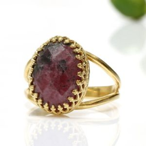 Shop Rhodonite Jewelry! Rhodonite ring,oval ring,gold ring,solid gold ring,gemstone ring,family ring,promise ring,pink ring,split band ring | Natural genuine Rhodonite jewelry. Buy crystal jewelry, handmade handcrafted artisan jewelry for women.  Unique handmade gift ideas. #jewelry #beadedjewelry #beadedjewelry #gift #shopping #handmadejewelry #fashion #style #product #jewelry #affiliate #ad