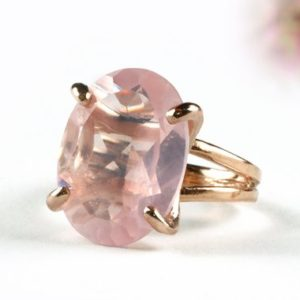 Oval Ring · Gemstone Ring · Rose Gold Ring · Rose Quartz Ring · Love Ring · Pink Quartz Ring · Double Band Ring · Cocktail Ring | Natural genuine Gemstone jewelry. Buy crystal jewelry, handmade handcrafted artisan jewelry for women.  Unique handmade gift ideas. #jewelry #beadedjewelry #beadedjewelry #gift #shopping #handmadejewelry #fashion #style #product #jewelry #affiliate #ad