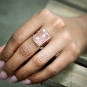 rose quartz ring,large cocktail ring,rectangular ring,rose gold ring,statement ring,gemstone ring,love ring,lovers ring | Natural genuine Rose Quartz rings, simple unique handcrafted gemstone rings. #rings #jewelry #shopping #gift #handmade #fashion #style #affiliate #ad