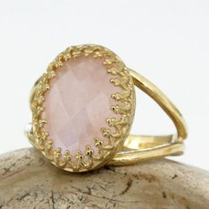 Rose Quartz Ring, gold Ring, gemstone Ring, love Ring, pink Ring, feminine Ring, vintage Ring, rose Ring, oval Ring | Natural genuine Array jewelry. Buy crystal jewelry, handmade handcrafted artisan jewelry for women.  Unique handmade gift ideas. #jewelry #beadedjewelry #beadedjewelry #gift #shopping #handmadejewelry #fashion #style #product #jewelry #affiliate #ad