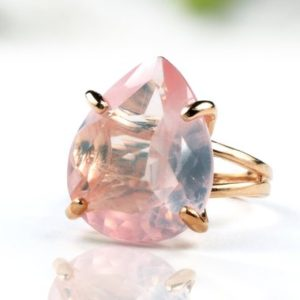 Rose gold ring,rose quartz ring,pear shape ring,teardrop ring,gemstone ring,love quartz ring | Natural genuine Rose Quartz rings, simple unique handcrafted gemstone rings. #rings #jewelry #shopping #gift #handmade #fashion #style #affiliate #ad