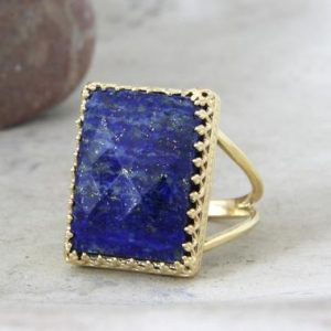 Lapis ring,September birthstone ring,gold ring,gemstone ring,navy blue ring,bridal ring,rectangle ring,stone ring,lo | Natural genuine Lapis Lazuli rings, simple unique alternative gemstone engagement rings. #rings #jewelry #bridal #wedding #jewelryaccessories #engagementrings #weddingideas #affiliate #ad