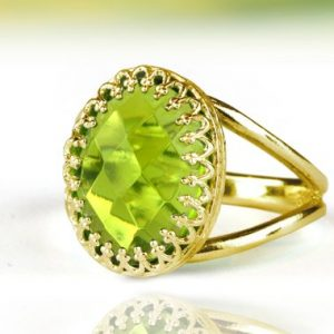 Peridot ring,gold ring,solid gold ring,oval ring,August birthstone ring,split band ring,gemstone ring | Natural genuine Peridot rings, simple unique handcrafted gemstone rings. #rings #jewelry #shopping #gift #handmade #fashion #style #affiliate #ad