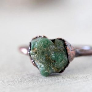Raw Emerald Ring – May Birthstone Jewelry – Raw Stone Ring – Taurus Jewelry – Natural Emerald Ring | Natural genuine Emerald rings, simple unique handcrafted gemstone rings. #rings #jewelry #shopping #gift #handmade #fashion #style #affiliate #ad