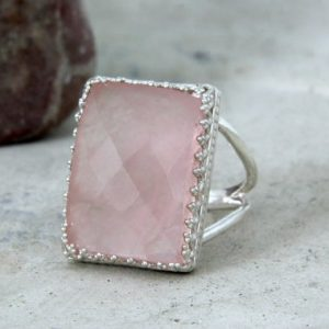 rose quartz ring,love stone ring,silver ring,rectangular ring,pink quartz ring,pink ring,semiprecious ring | Natural genuine Rose Quartz rings, simple unique handcrafted gemstone rings. #rings #jewelry #shopping #gift #handmade #fashion #style #affiliate #ad