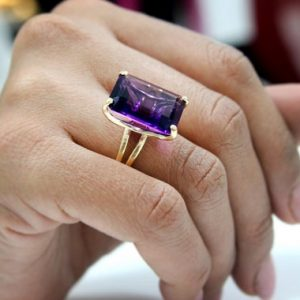 Statement Ring, cocktail Ring, amethyst Ring, gold Ring, vintage Ring, purple Ring, rectangle Ring, large Ring, bridal Ring | Natural genuine Amethyst rings, simple unique alternative gemstone engagement rings. #rings #jewelry #bridal #wedding #jewelryaccessories #engagementrings #weddingideas #affiliate #ad