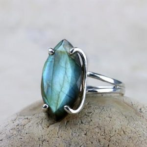 Silver Labradorite Ring, silver Ring, marquise Ring, gemstone Ring, semiprecious Ring, statement Ring, prong Ring | Natural genuine Labradorite rings, simple unique handcrafted gemstone rings. #rings #jewelry #shopping #gift #handmade #fashion #style #affiliate #ad