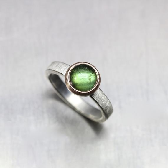 Grass Green Tourmaline Ring 14k Rose Gold Silver Brushed Band Vibrant Summer Meadow Round Cabochon Brazil Gemstone Gift Her - Wiesenkugel