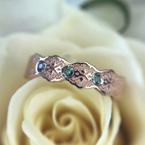 Three Stone Alexandrite Ring, Alexandrite Wedding Band, Gold Wedding Band Alexandrites,birthstone Wedding Ring,color Change Alexandrite Ring