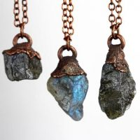 Labradorite Necklace – Raw Stone Jewelry – Layering Necklace – Simple Stone Necklace | Natural genuine Gemstone jewelry. Buy crystal jewelry, handmade handcrafted artisan jewelry for women.  Unique handmade gift ideas. #jewelry #beadedjewelry #beadedjewelry #gift #shopping #handmadejewelry #fashion #style #product #jewelry #affiliate #ad
