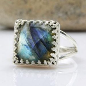 Labradorite ring,grey ring,blue flash ring,positive ring,chakra ring,energy ring,square ring,sterling silver ring | Natural genuine Labradorite rings, simple unique handcrafted gemstone rings. #rings #jewelry #shopping #gift #handmade #fashion #style #affiliate #ad