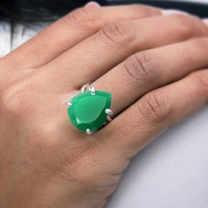 Shop Onyx Rings! 925 silver ring,green onyx ring,teardrop ring,friendship ring,emerald green ring,gemstone ring,pear drop ring,prong | Natural genuine Onyx rings, simple unique handcrafted gemstone rings. #rings #jewelry #shopping #gift #handmade #fashion #style #affiliate #ad