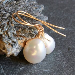 White Pearl Gold Filled Earrings wire wrapped natural gemstone bridal wedding bridesmaids dangle drops June birthstone gift for her 4913 | Natural genuine Gemstone earrings. Buy handcrafted artisan wedding jewelry.  Unique handmade bridal jewelry gift ideas. #jewelry #beadedearrings #gift #crystaljewelry #shopping #handmadejewelry #wedding #bridal #earrings #affiliate #ad