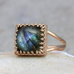 Labradorite ring,gemstone ring,square ring,vintage ring,rose gold ring,pink gold ring,mom gift | Natural genuine Labradorite rings, simple unique handcrafted gemstone rings. #rings #jewelry #shopping #gift #handmade #fashion #style #affiliate #ad