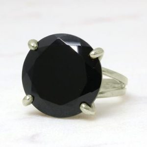 silver black onyx ring,custom rings,gemstone ring,black ring,silver ring,vintage ring,round cocktail ring | Natural genuine Onyx rings, simple unique handcrafted gemstone rings. #rings #jewelry #shopping #gift #handmade #fashion #style #affiliate #ad