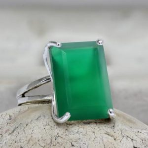Shop Onyx Rings! silver statement ring,rectangle ring,green onyx ring,long ring,prong set ring,vintage ring,green ring,silver ring | Natural genuine Onyx rings, simple unique handcrafted gemstone rings. #rings #jewelry #shopping #gift #handmade #fashion #style #affiliate #ad
