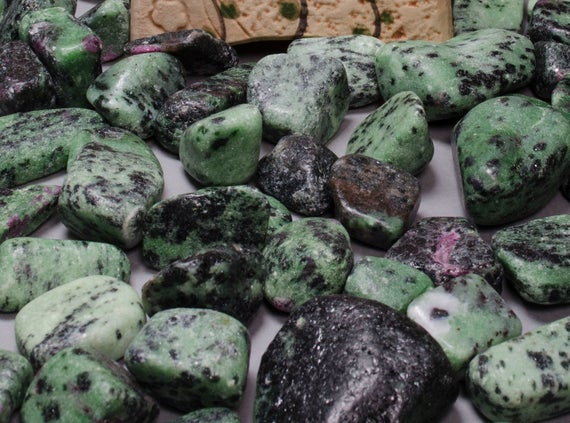 Gorgeous Ruby In Zoisite Gemstone Chips Loose Crystal Tumbled Wholesale Polished Jewelry Green And Purple Crystal  Epidote