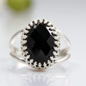 black onyx gemstone ring,silver ring,oval ring,black ring,black and silver jewelry,onyx ring,sterling silver ring | Natural genuine Array jewelry. Buy crystal jewelry, handmade handcrafted artisan jewelry for women.  Unique handmade gift ideas. #jewelry #beadedjewelry #beadedjewelry #gift #shopping #handmadejewelry #fashion #style #product #jewelry #affiliate #ad