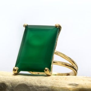 Gold Rectangle Ring, custom Size Ring, green Onyx Ring, birthstone Rings, cocktail Ring, double Band Ring, vintage Ring | Natural genuine Onyx rings, simple unique handcrafted gemstone rings. #rings #jewelry #shopping #gift #handmade #fashion #style #affiliate #ad
