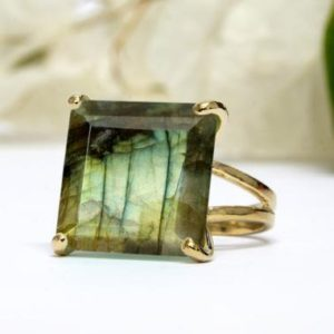 Labradorite ring,gold gemstone ring,square ring,cocktail ring,statement ring,double band rings,prong rings | Natural genuine Labradorite rings, simple unique handcrafted gemstone rings. #rings #jewelry #shopping #gift #handmade #fashion #style #affiliate #ad