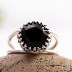 Black onyx ring,sterling silver ring,black ring,delicate black jewelry,black and silver,gemstone ring | Natural genuine Array jewelry. Buy crystal jewelry, handmade handcrafted artisan jewelry for women.  Unique handmade gift ideas. #jewelry #beadedjewelry #beadedjewelry #gift #shopping #handmadejewelry #fashion #style #product #jewelry #affiliate #ad