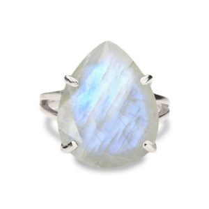 Moonstone Ring, statement Ring, silver Ring, teardrop Ring, solitaire Ring, cocktail Ring, wow Ring, white Stone Ring | Natural genuine Array jewelry. Buy crystal jewelry, handmade handcrafted artisan jewelry for women.  Unique handmade gift ideas. #jewelry #beadedjewelry #beadedjewelry #gift #shopping #handmadejewelry #fashion #style #product #jewelry #affiliate #ad